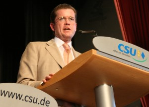 Steht in der Kritik: Bundeswirtschaftsminister zu Guttenberg (Foto: Alexander Hauk / pixelio.de)