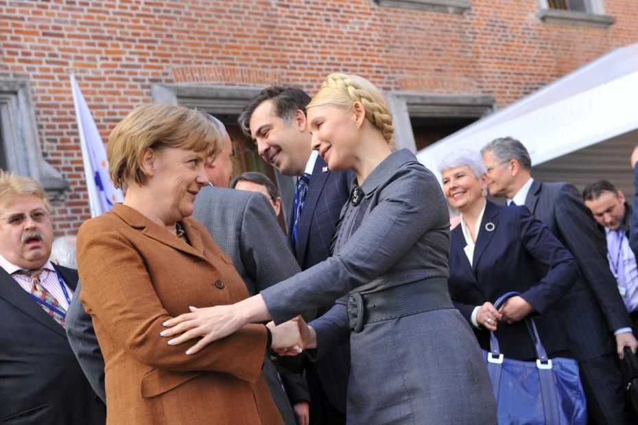Angela Merkel und Julia Timoschenko beim EPP Summit im März 2011